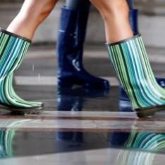 Creează ținute funny cu ajutorul cizmelor din cauciuc