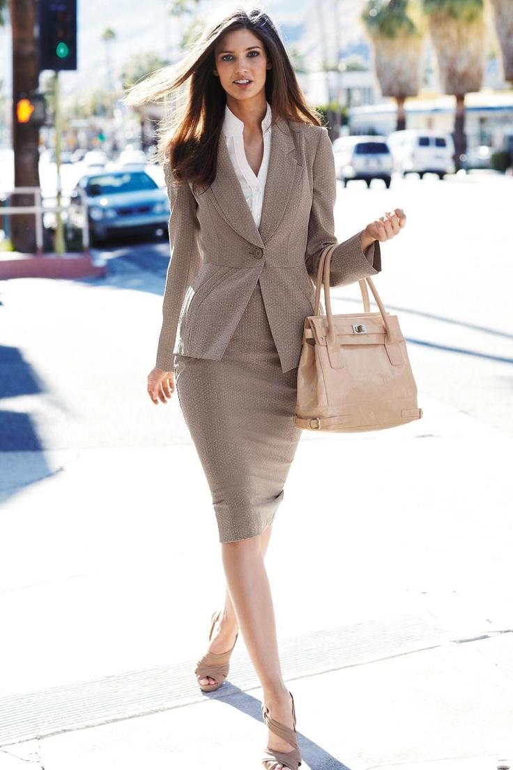 skirt-suit-outfit-birou