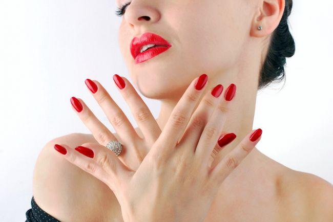 unghii-rosii-tendinte-manichiura-craciun