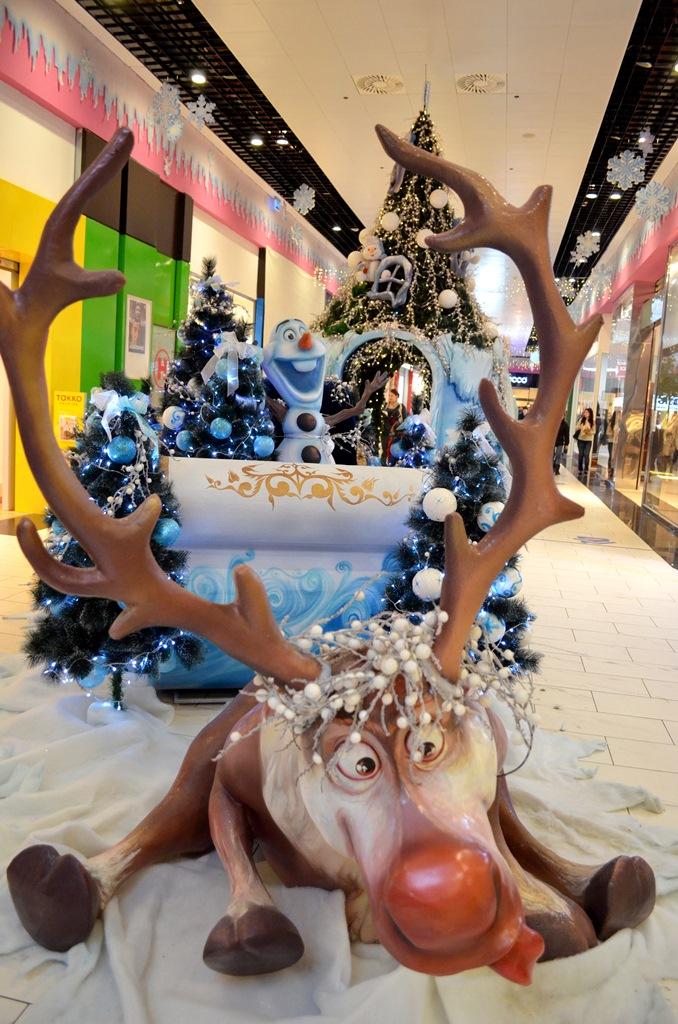 sanie-cu-ren-decoratiuni-craciun-centrul-comercial-felicia