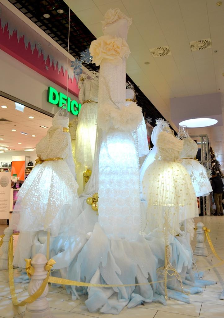 decoratiuni-craciun-centrul-comercial-felicia-brad-din-rochii