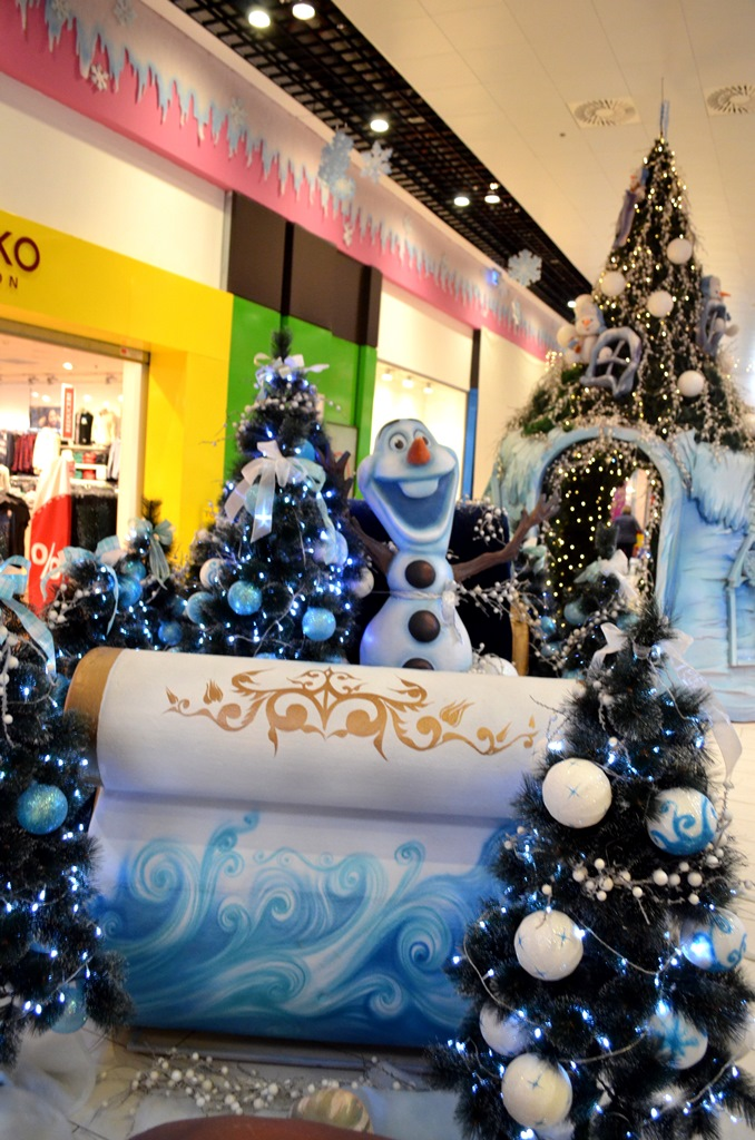 decoratiuni-craciun-centrul-comercial-felicia-sanie-cu-brazi