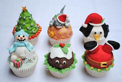 christmas-cupcakes-large-msg-130275096517
