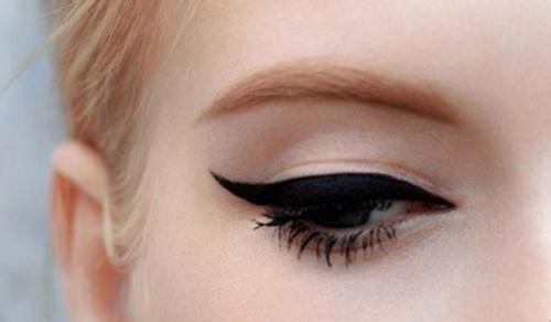 Perfect-Winged-eyeliner-makeup-29012467-500-292