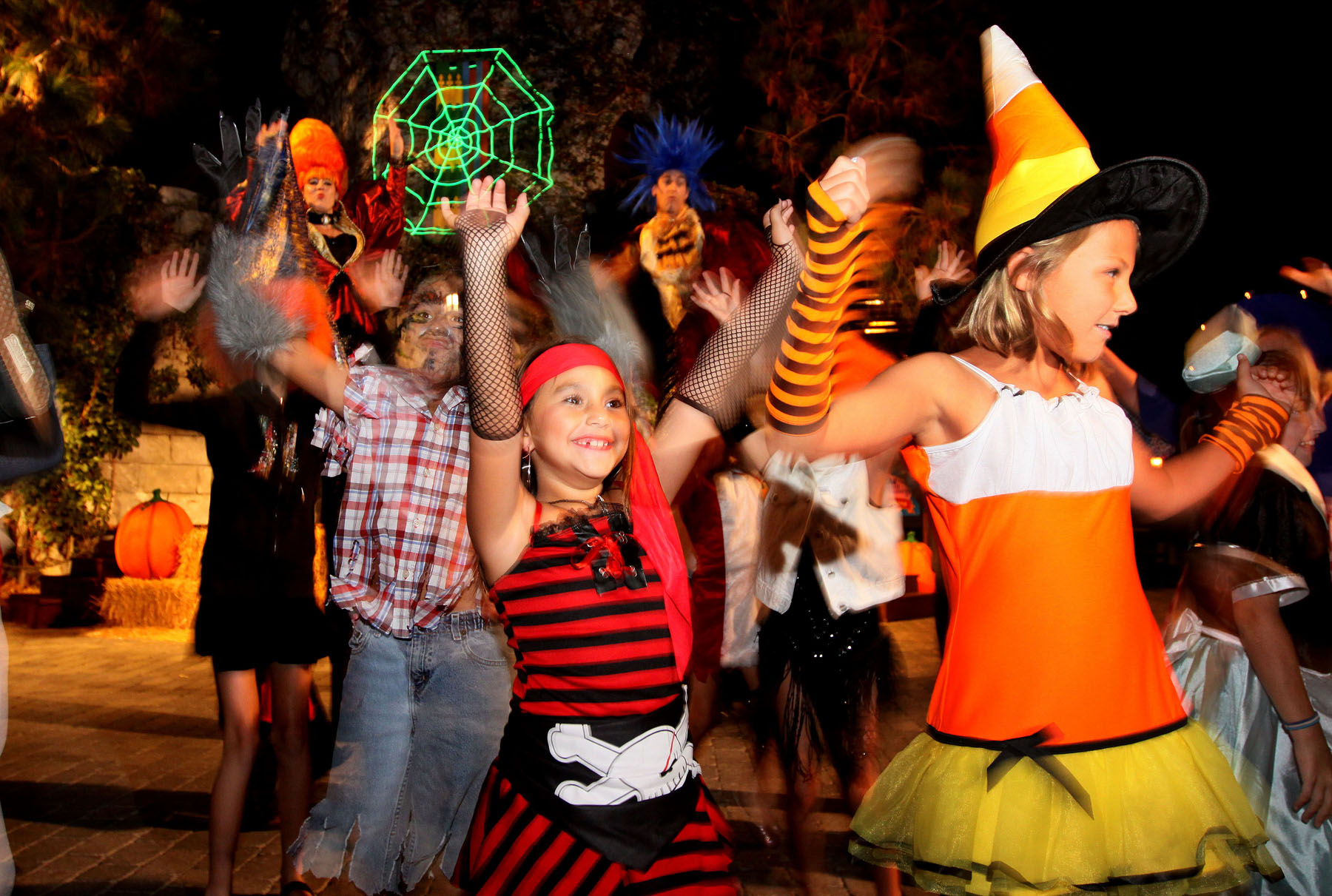 Halloween-Festivities-for-All-Ages-in-the-Theme-Parks