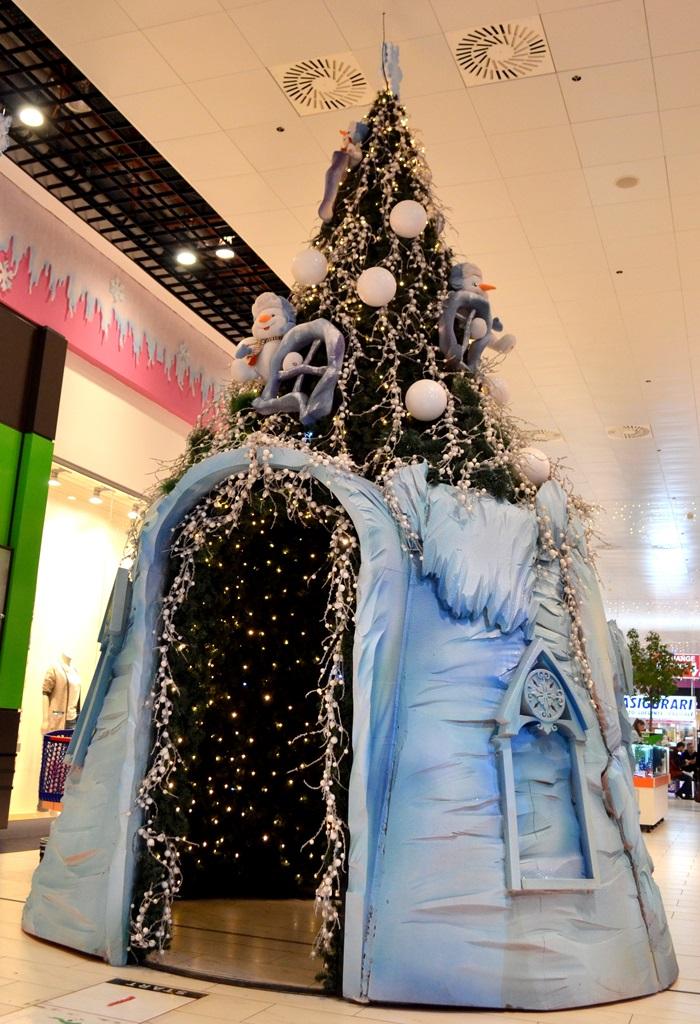 decoratiuni-craciun-centrul-comercial-felicia-brad-cu-trecere